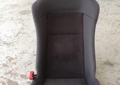03-lotus-elise-leather-seats-embroidered-logo