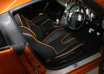 03-nissan-350z-black-leather-orange-piping-seats