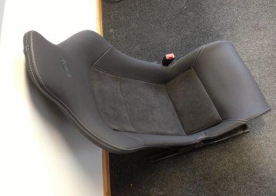 04-lotus-elise-leather-seats-embroidered-logo