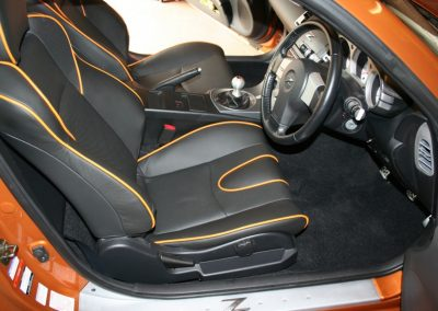 04-nissan-350z-black-leather-orange-piping-seats