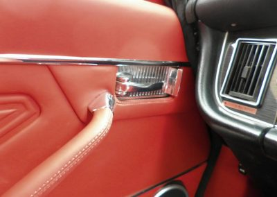05-jaguar-xjs-coupe-red-leather-interior
