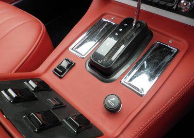 06-jaguar-xjs-coupe-red-leather-interior-centre-console