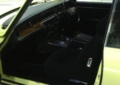 13-jaguar-xjs-coupe-black-cloth