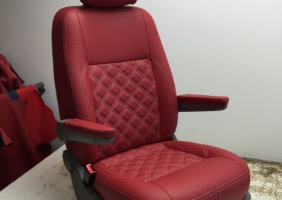 13-t5-leather-seats-red-diamond-stich