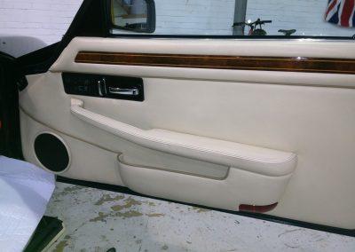 20-jaguar-coupe-door-magnolia-leather