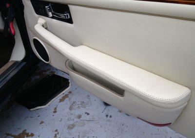 21-jaguar-coupe-magnolia-leather-door
