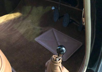 22-1954-classic-bentley-interior-restoration-saddle-leather-carpets
