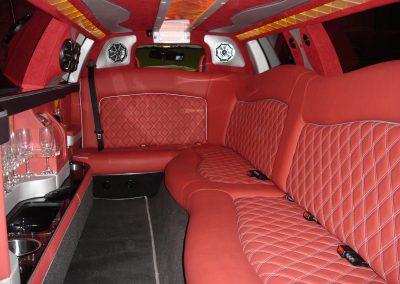 25-limousine-interior-leather-seats-tv-bar
