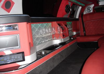 26-limousine-interior-leather-seats-tv-bar