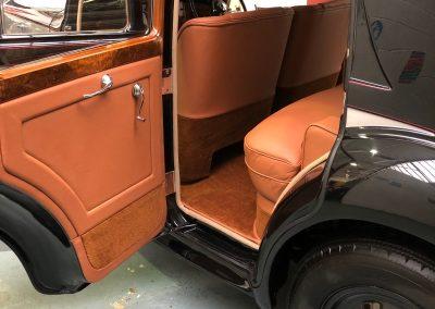 27-1954-classic-bentley-interior-restoration-saddle-leather