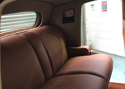 29-1954-classic-bentley-interior-restoration-saddle-leather