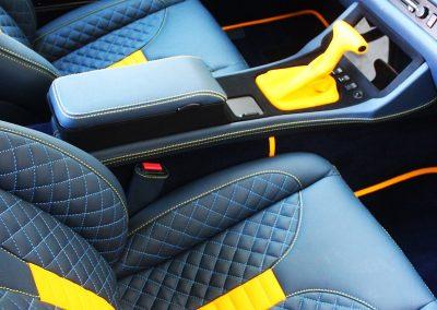 4-porsche-944-leather-seats-dashboard